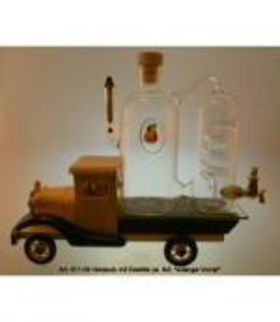 Holzauto mit Destillation
